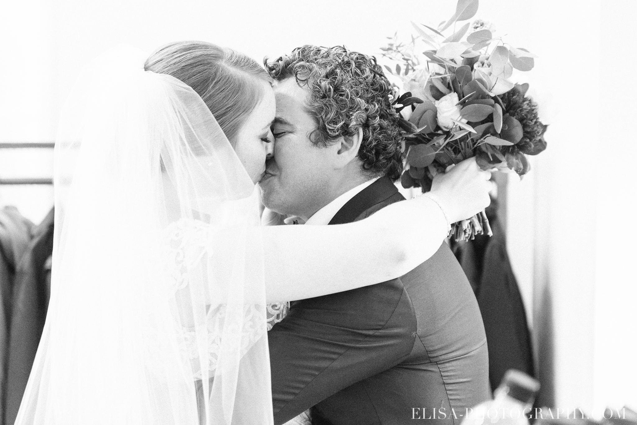 photo mariage ceremonie lifestyle domaine cataraqui pluie atelier peintre 0639 - Mariage élégant et discret au coeur du magnifique Domaine Cataraqui, Québec
