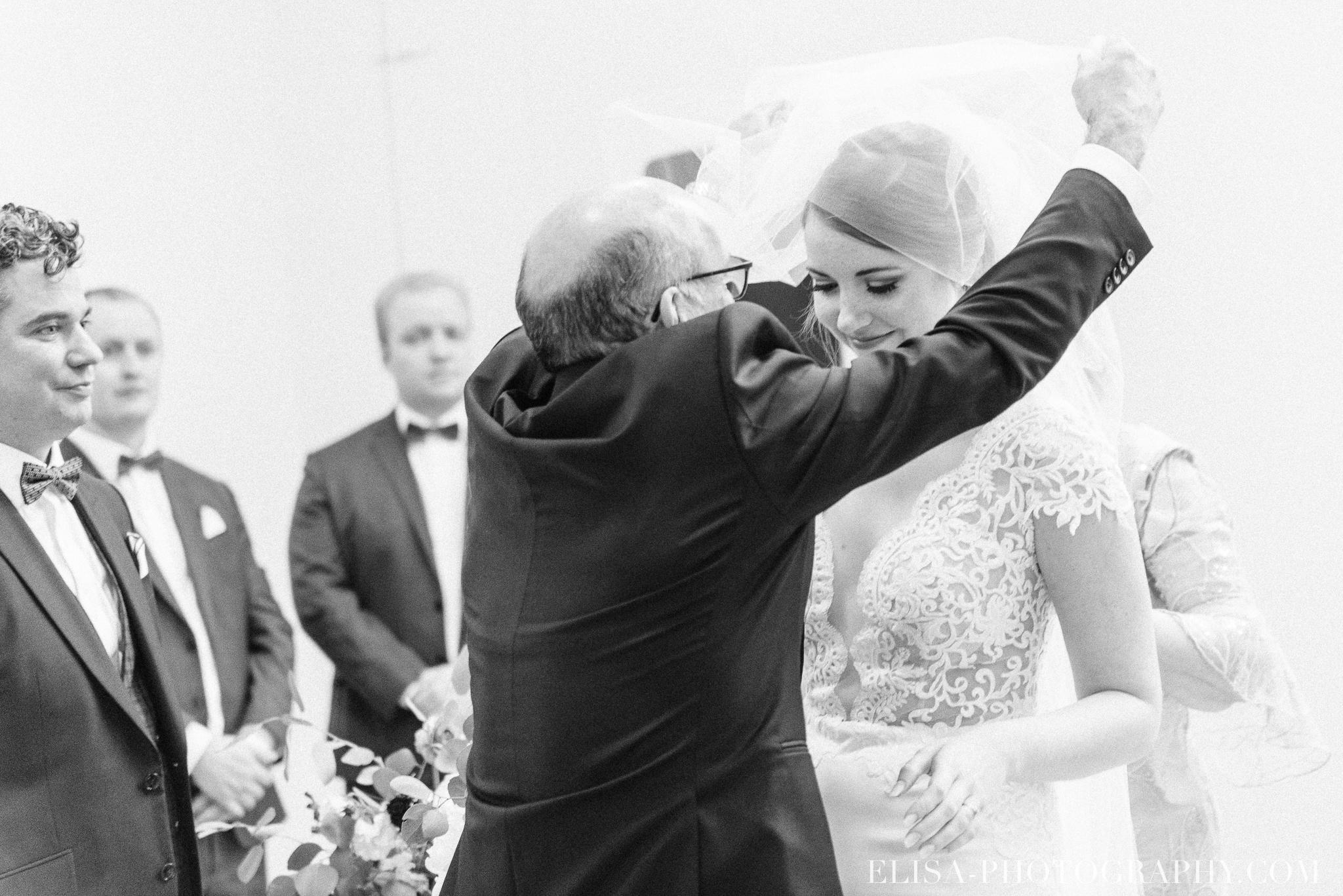 photo mariage ceremonie lifestyle domaine cataraqui pluie atelier peintre 2 - Mariage élégant et discret au coeur du magnifique Domaine Cataraqui, Québec