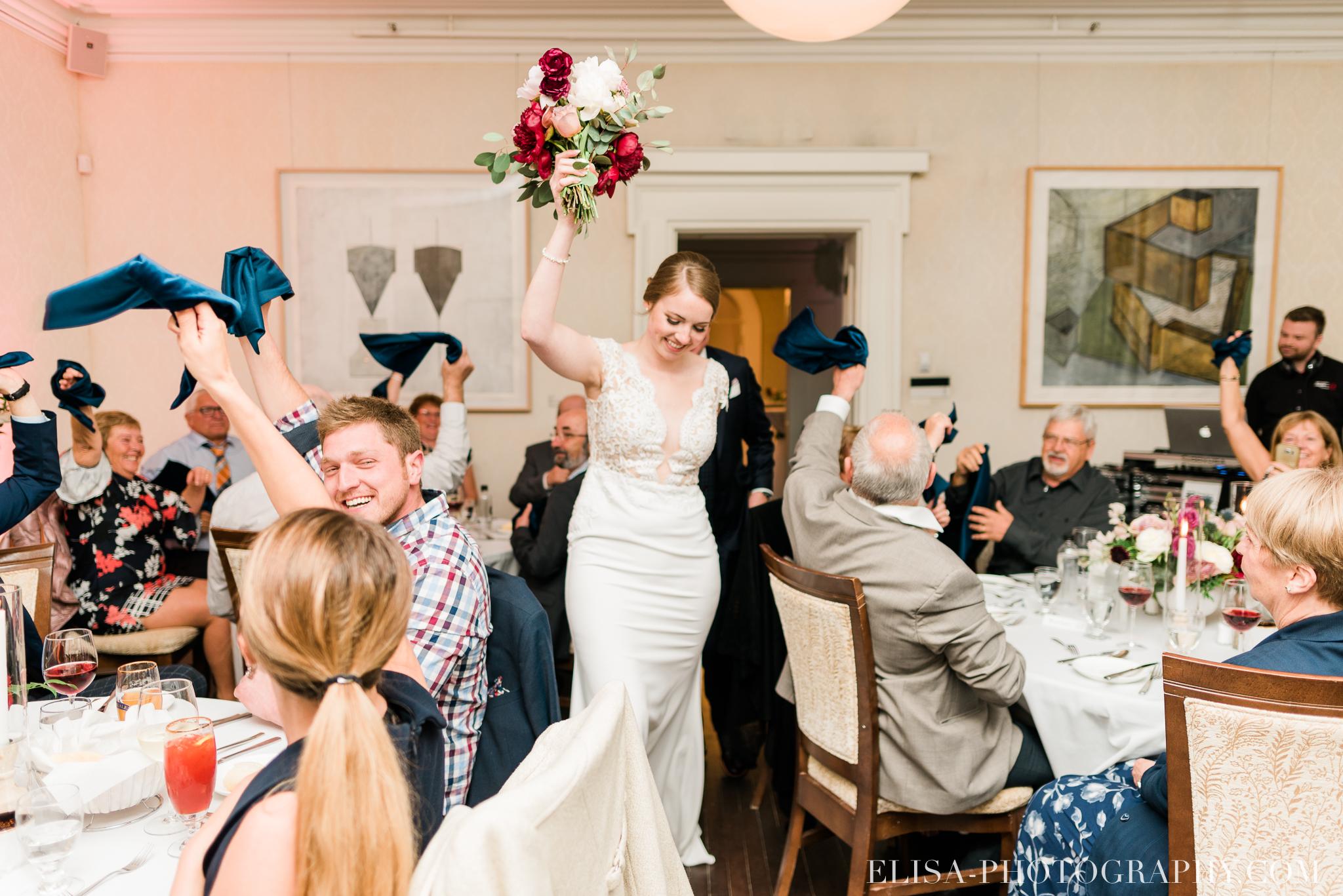 photo mariage reception entree des maries domaine cataraqui centres de table elisa photographe 1129 - Mariage élégant et discret au coeur du magnifique Domaine Cataraqui, Québec