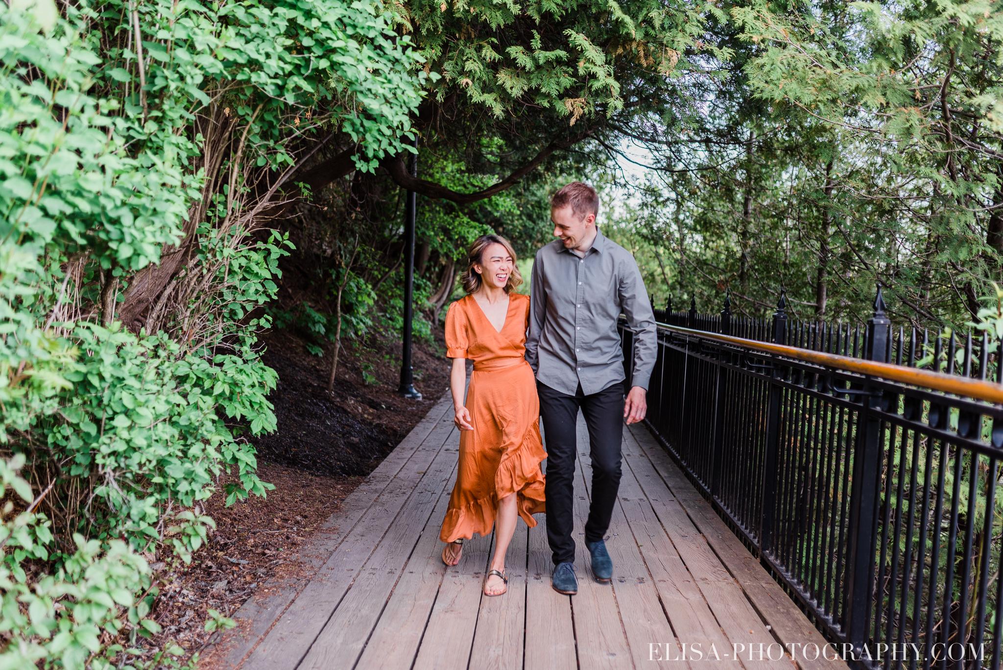 photos couple engagement fiancailles ville quebec canada chute montmorency pommiers elisa photographe mariage 6303 - Séance photo de couple au manoir Montmorency à Québec
