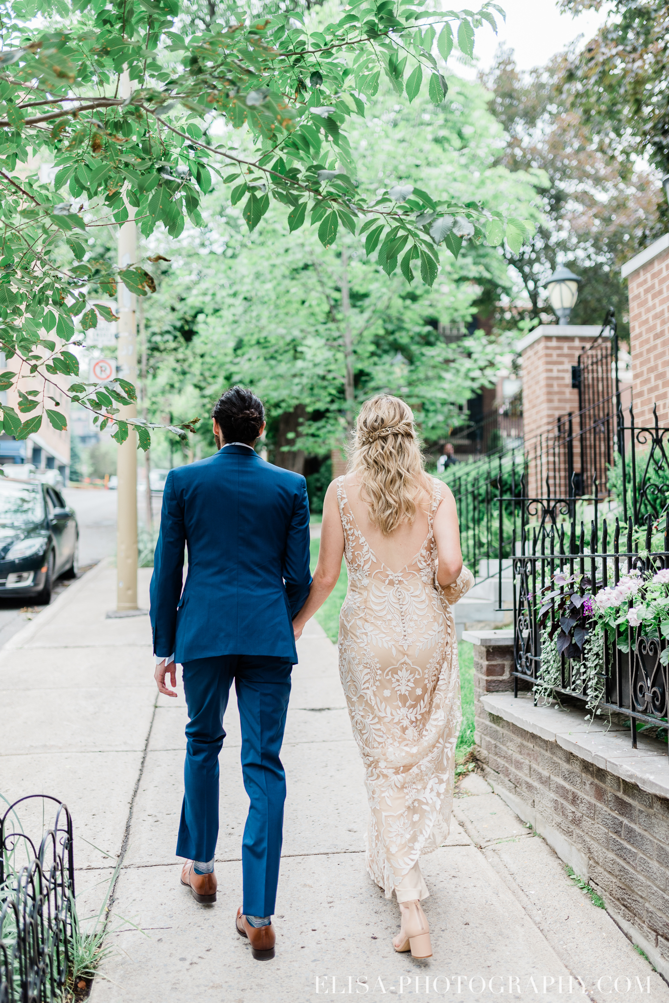 photo mariage downtown montreal urban wedding portrait elisa photographer 9012 - An elegant wedding under the marquee at the Forest and Stream Club in Montreal