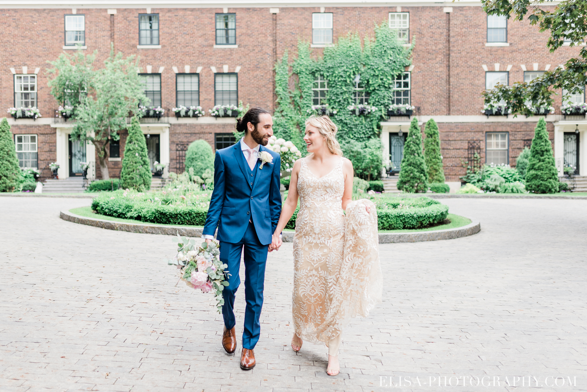 photo mariage downtown montreal urban wedding portrait elisa photographer 9093 - An elegant wedding under the marquee at the Forest and Stream Club in Montreal