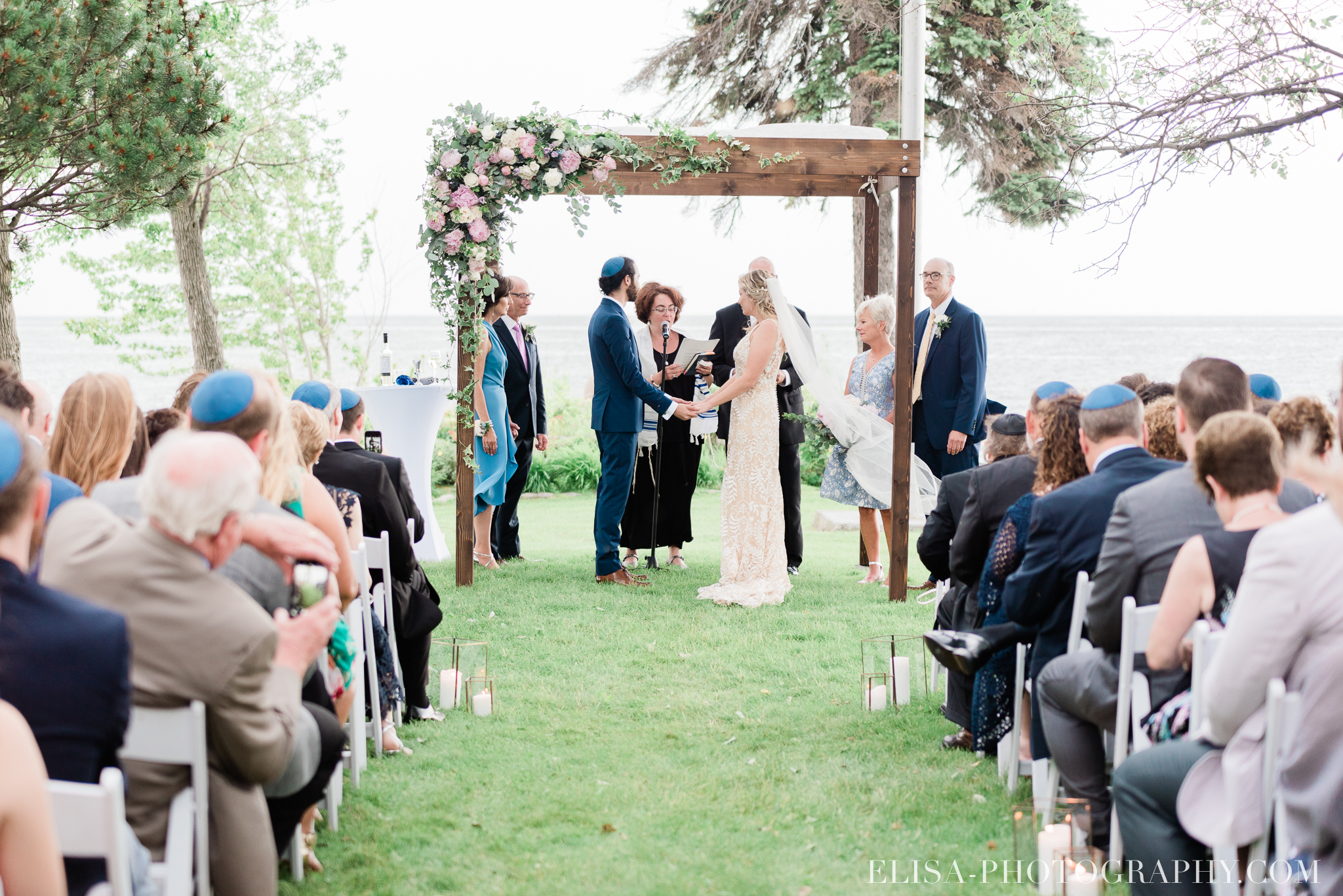 photo mariage forest stream club montreal riverfront wedding ceremony elisa photographer 9702 - An elegant wedding under the marquee at the Forest and Stream Club in Montreal