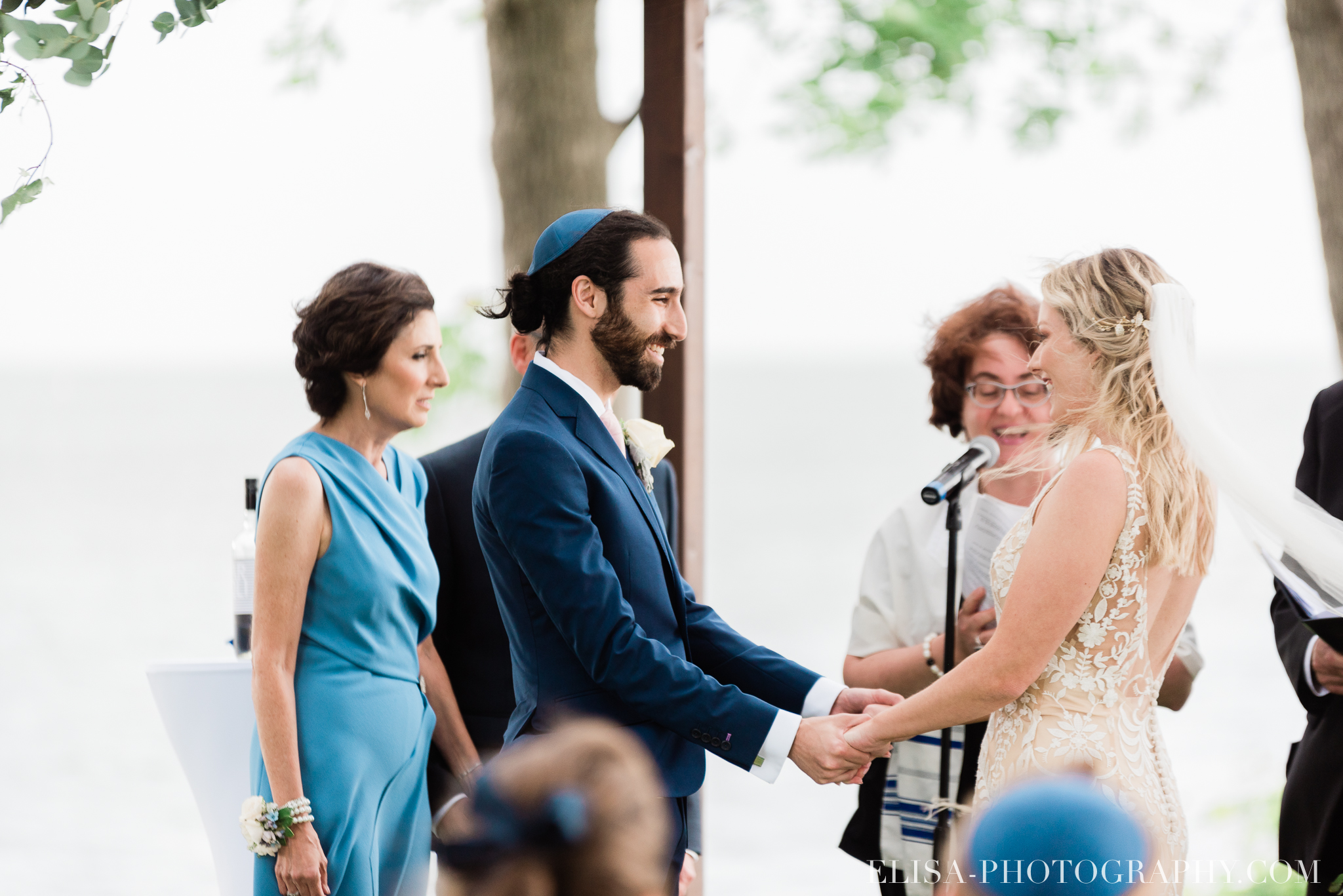 photo mariage forest stream club montreal riverfront wedding ceremony elisa photographer 9715 - An elegant wedding under the marquee at the Forest and Stream Club in Montreal
