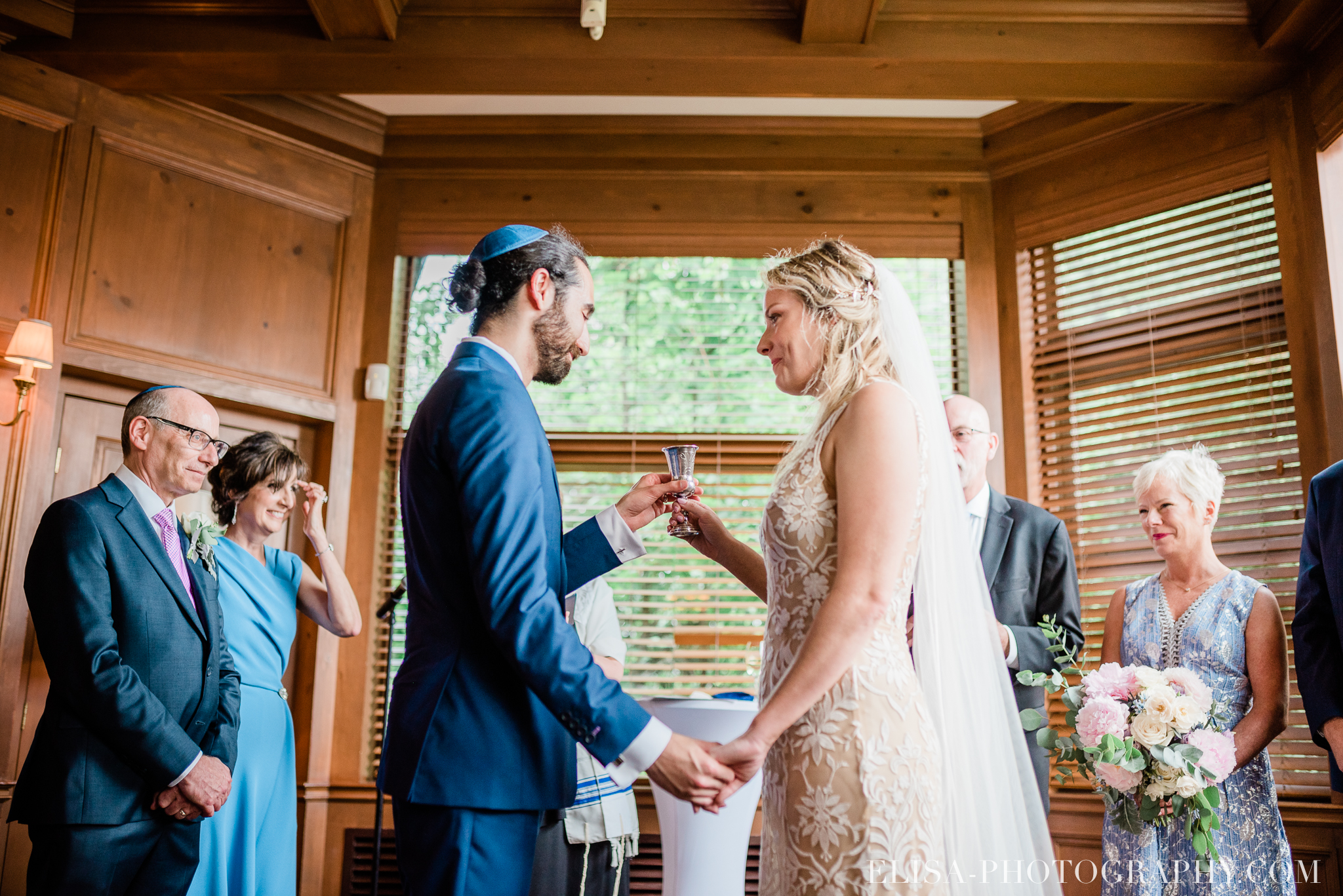 photo mariage forest stream club montreal riverfront wedding jewish ceremony elisa photographer 9909 - An elegant wedding under the marquee at the Forest and Stream Club in Montreal
