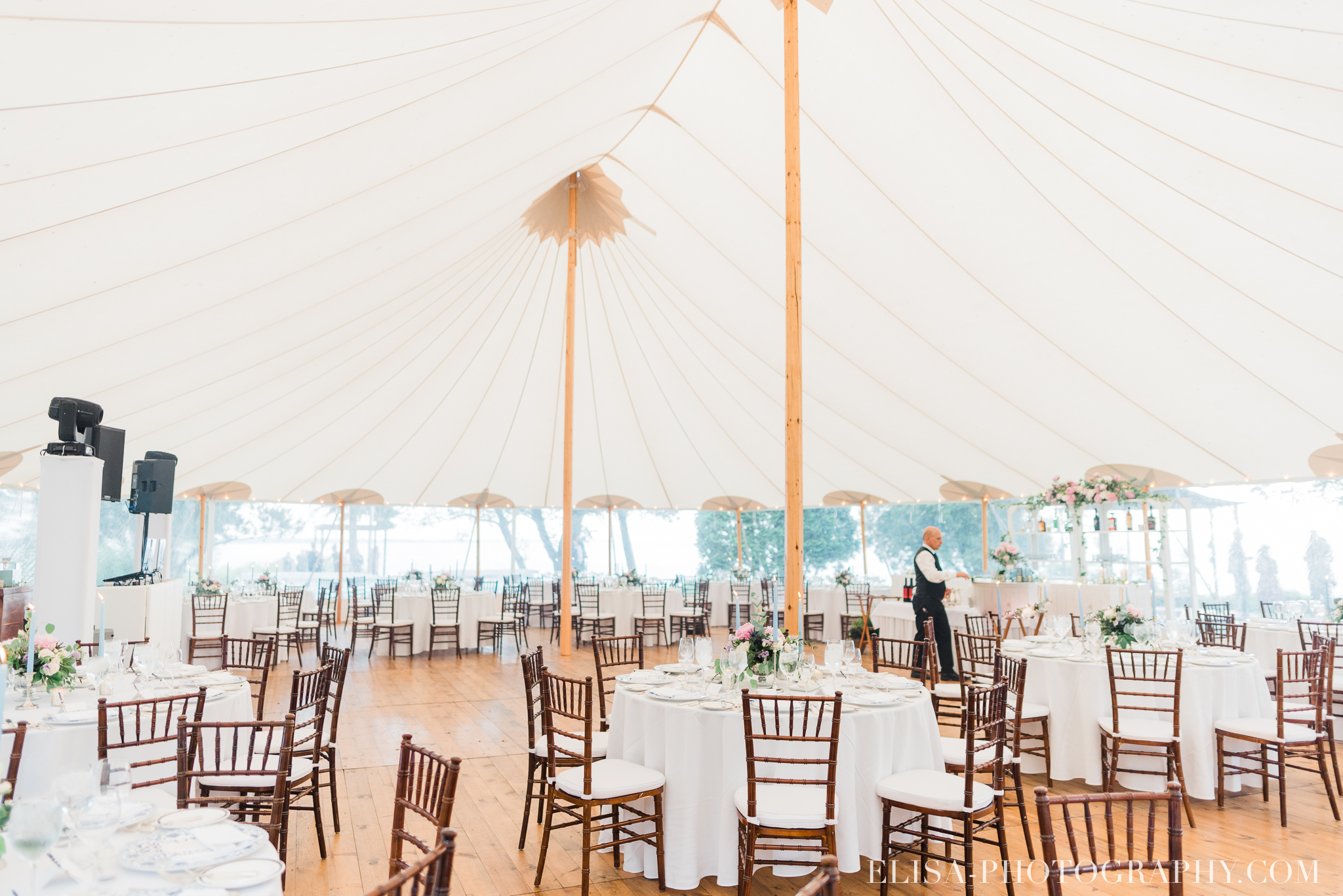 photo mariage reception chapiteau climatise bar forest stream club elisa photographe 0099 - An elegant wedding under the marquee at the Forest and Stream Club in Montreal