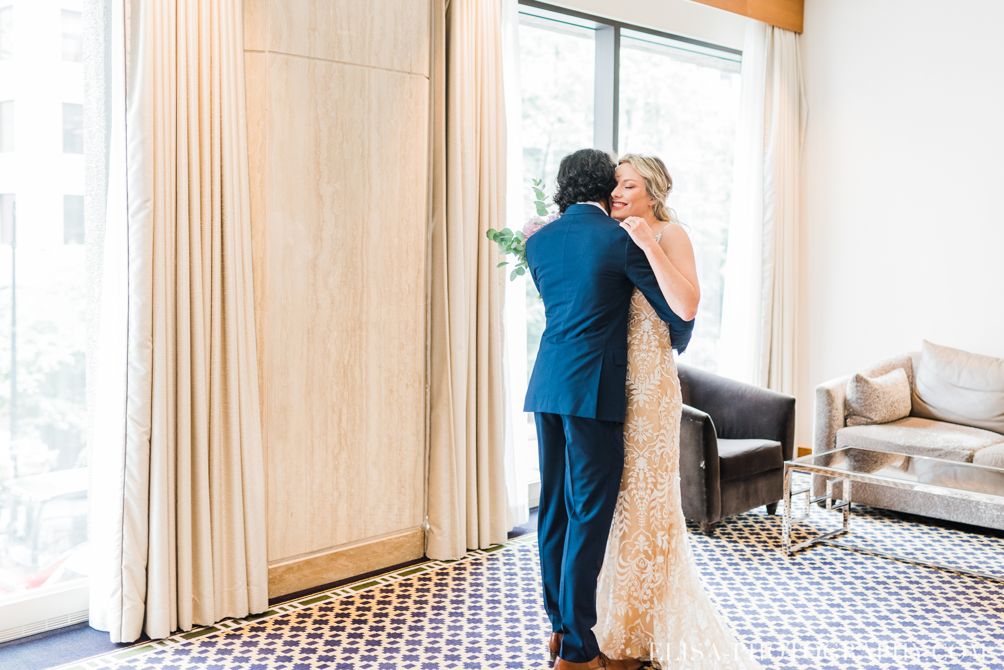 photo mariage wedding montreal hotel omni first look elisa photography 8994 - An elegant wedding under the marquee at the Forest and Stream Club in Montreal
