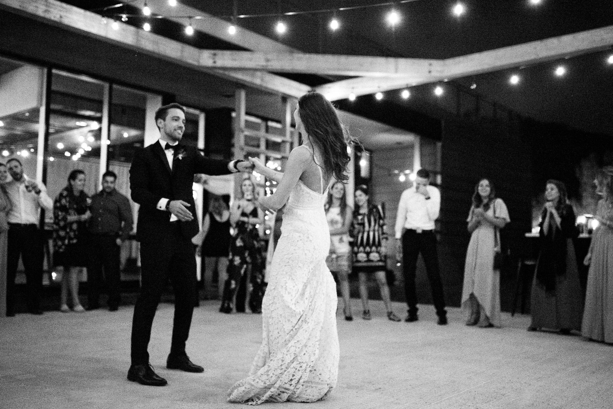 photo mariage quai du cap blanc quebec reception premiere danse inspiration toscane elisa photographe 3834 - MALYE + ANTHONY | Québec, Salle du Quai du Cap Blanc | Photographe de mariage | Elisa Photography