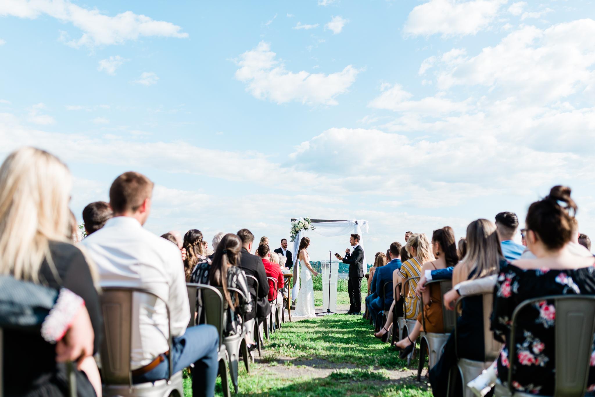 photo mariage salle du quai cap blanc quebec ceremonie toscane elisa photographe 3125 - MALYE + ANTHONY | Québec, Salle du Quai du Cap Blanc | Photographe de mariage | Elisa Photography